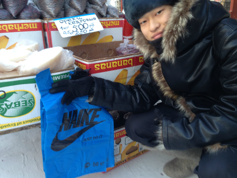 ロシア連邦サハ共和国・首都ヤクーツクの市場で出会ったNAIKE